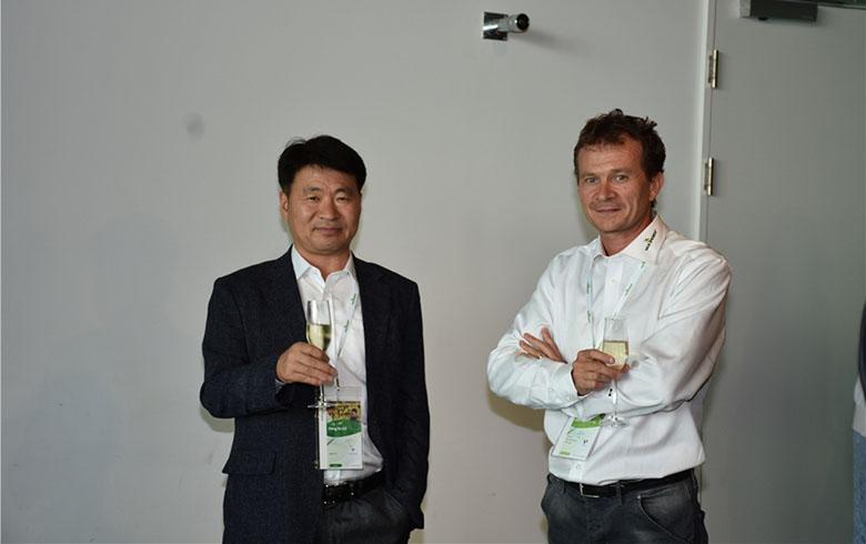 荷兰易普润首席农艺师Laurent(右)曾在西安进行指导