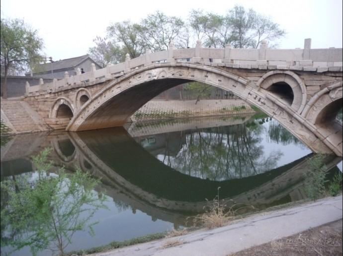 该桥结构于赵州桥相似